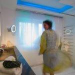 vola Das Badzubehör Design von Vola, das sich im Vola Handtuchhalter, der Vola Armatur, dem Vola Badheizkörper und der Vola Kopfbrause manifestiert, orientiert sich an der industriellen Badkultur, die insbesondere durch die indirekte Beleuchtung durch LED RGB hinter der Wand- und Deckenbespannung optimal zur Geltung kommt. Der Naturstein Waschtisch ist mit zwei schlichten Wasserhähnen von Vola Edelstahl gebürstet ausgestattet. Die Vola Armatur am Waschbecken harmoniert mit dem dazu passenden Vola Handtuchhalter. Für ein angenehmes Raumklima im Designer Bad sorgt der unauffällige Vola Badheizkörper, der beim Badezimmer planen selbstverständlich mitberücksichtigt wurde. Das Licht im Bad spielt auch hier eine entscheidende Rolle bei der Badezimmer Design Badgestaltung für exklusive Designbäder. Der Badezimmerplaner teilte bei der Umsetzung im Designerbad das Licht im Bad auf: LED Flächenlicht ist hier genauso zu finden wie Lichtvoute und eine hinterleuchtete Wand. Hinter der Wand- und Deckenbespannung verbirgt sich indirekte Beleuchtung, die mittels Lichtvoute für sanftes Licht sorgt. Einzelne LED RGB Spots setzen Highlights im Designerbad und ergänzen die indirekte Beleuchtung mittels Lichtvoute hinter der Wand- und Deckenbespannung um punktuelle Badezimmer Trends. Investitionszuschuss für altersgerechte bzw. barrierefreie Badumbauten - Das KfW-Programm 455 ist neu aufgelegt. Informationen zu den Fördermöglichkeiten sind auf der KfW-Internetseite oder über das KfW-Infocenter unter der kostenfreien Telefonnummer 0800 / 539 9002 erhältlich. Damit steht dem Badezimmer Design für die Sinne ab sofort nichts mehr im Wege. Und soviel sei versprochen alle Baddesign aus unserem Hause sehen nicht danach aus. Best Ager Bad Design
