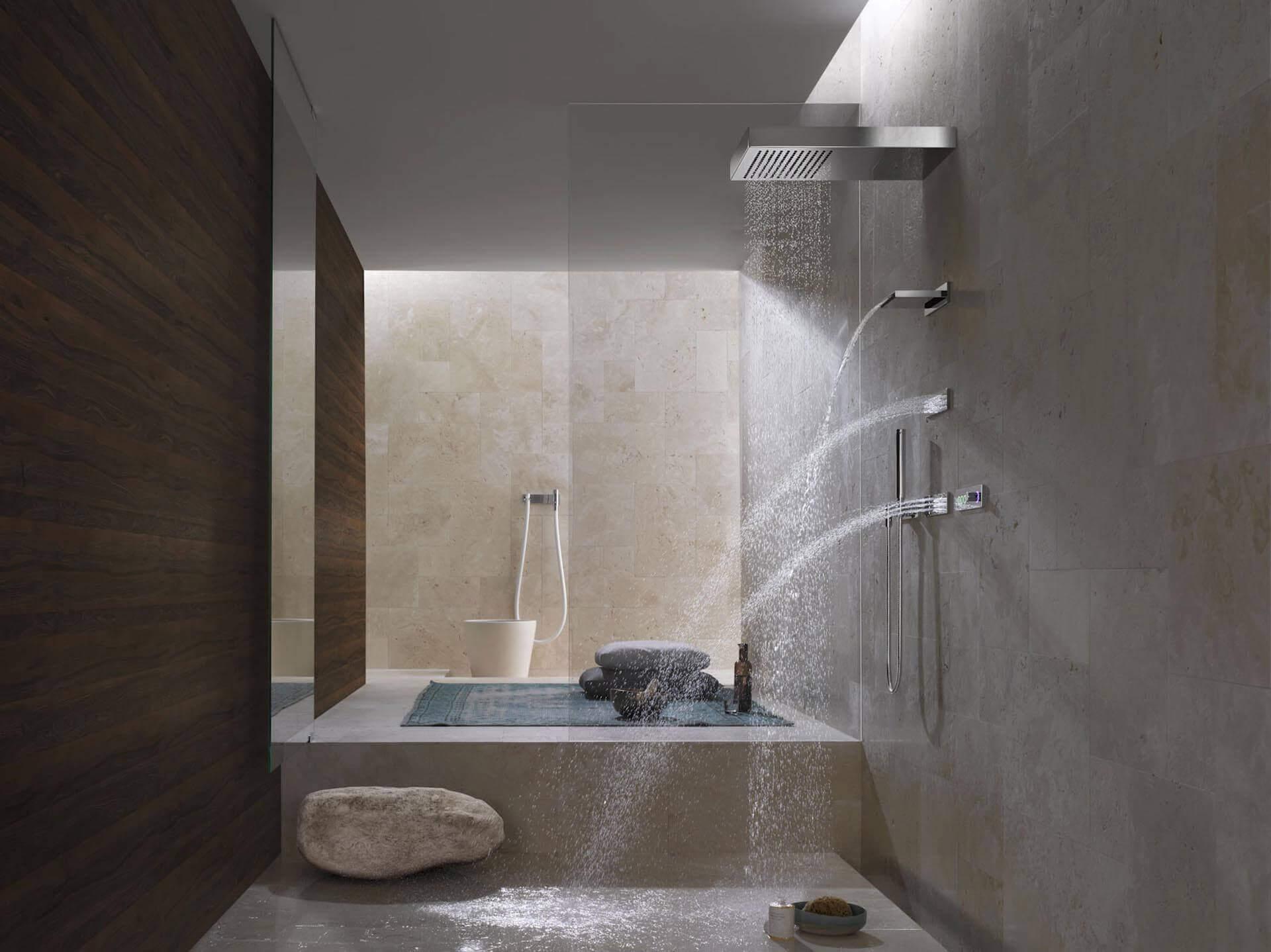 Der Tag Beginnt Bei Vielen Unter Der Dusche. Hier Im Individuellen  Badambiente Wacht Man Auf