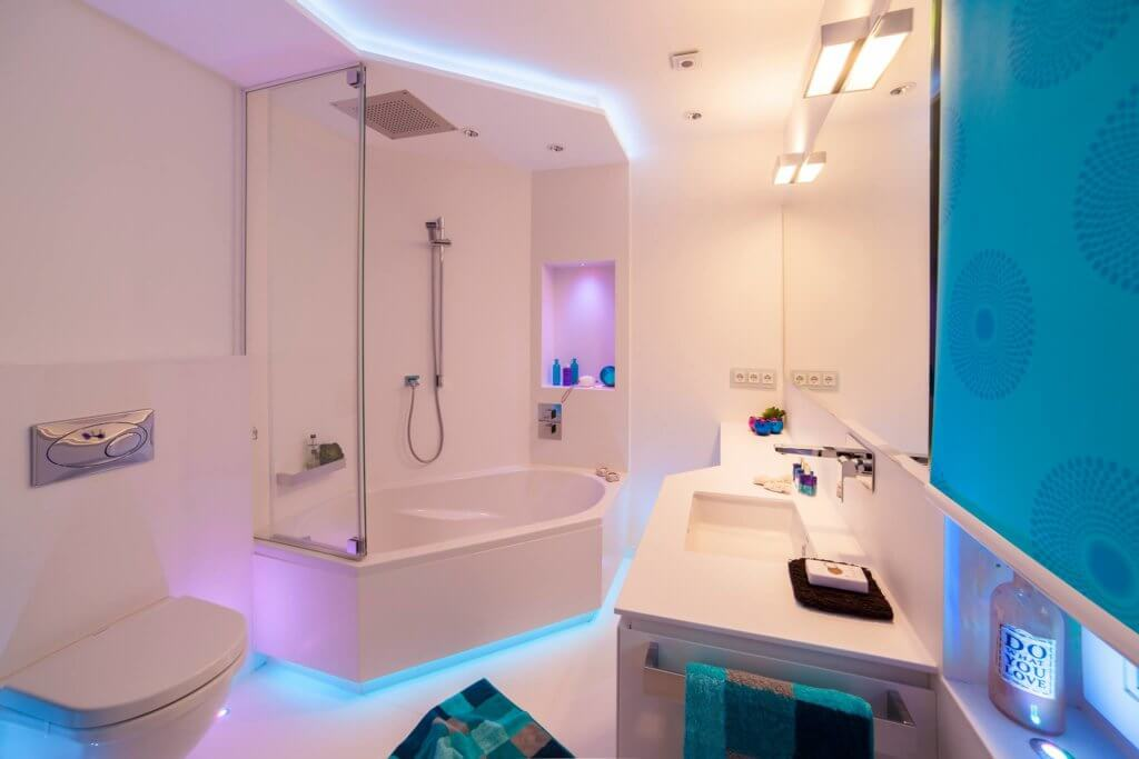 kleines badezimmer modern gestalten tipps ideen mit. Black Bedroom Furniture Sets. Home Design Ideas