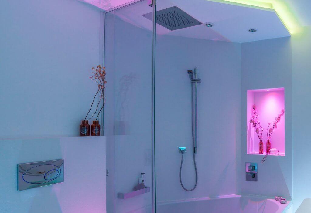 Kleines Badezimmer modern gestalten Tipps & Ideen mit Lichtdesign