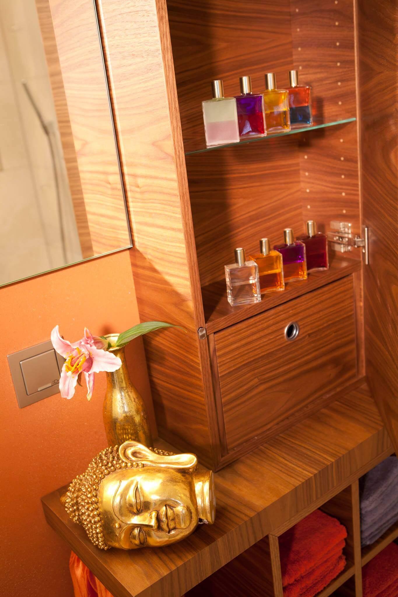 Gäste Bad mit Standwaschtisch und individuellem Badmöbel (5)