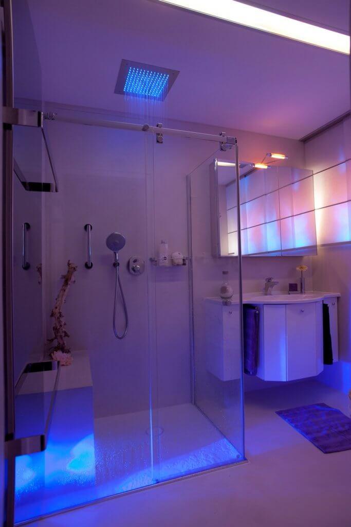 kleine exklusive b der mit dem designer torsten m ller. Black Bedroom Furniture Sets. Home Design Ideas