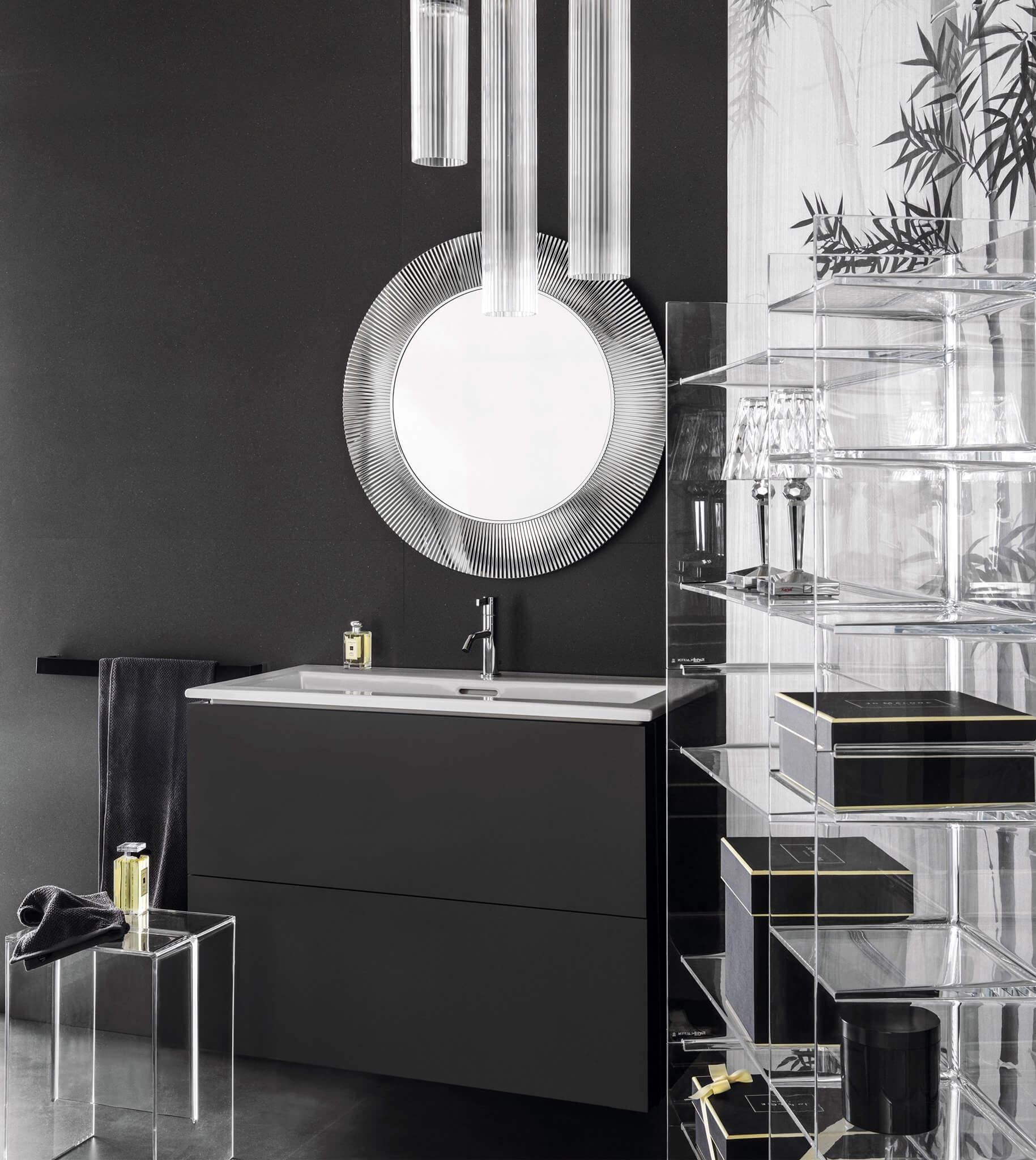 Zur ISH 2017 präsentiert Kartell by Laufen eine erweiterte Kollektion. Die neuen eleganten Waschtisch-Unterbau-Kombinationen mit schmaler Keramik, Waschtische in verschiedenen Breiten mit Standard-Ablauf, verschiedene Dekore für den bodenstehenden Waschtisch, weitere Möbelelemente, eine spülrandlose Stand-WC-Kombination und eine freistehende Badewanne sowie spezielle Oberflächen und neue Farben bei den Kunststoffobjekten machen das Gesamtbadprojekt noch flexibler einsetzbar und interpretieren den Badraum auf eigenständige und einzigartige Weise.