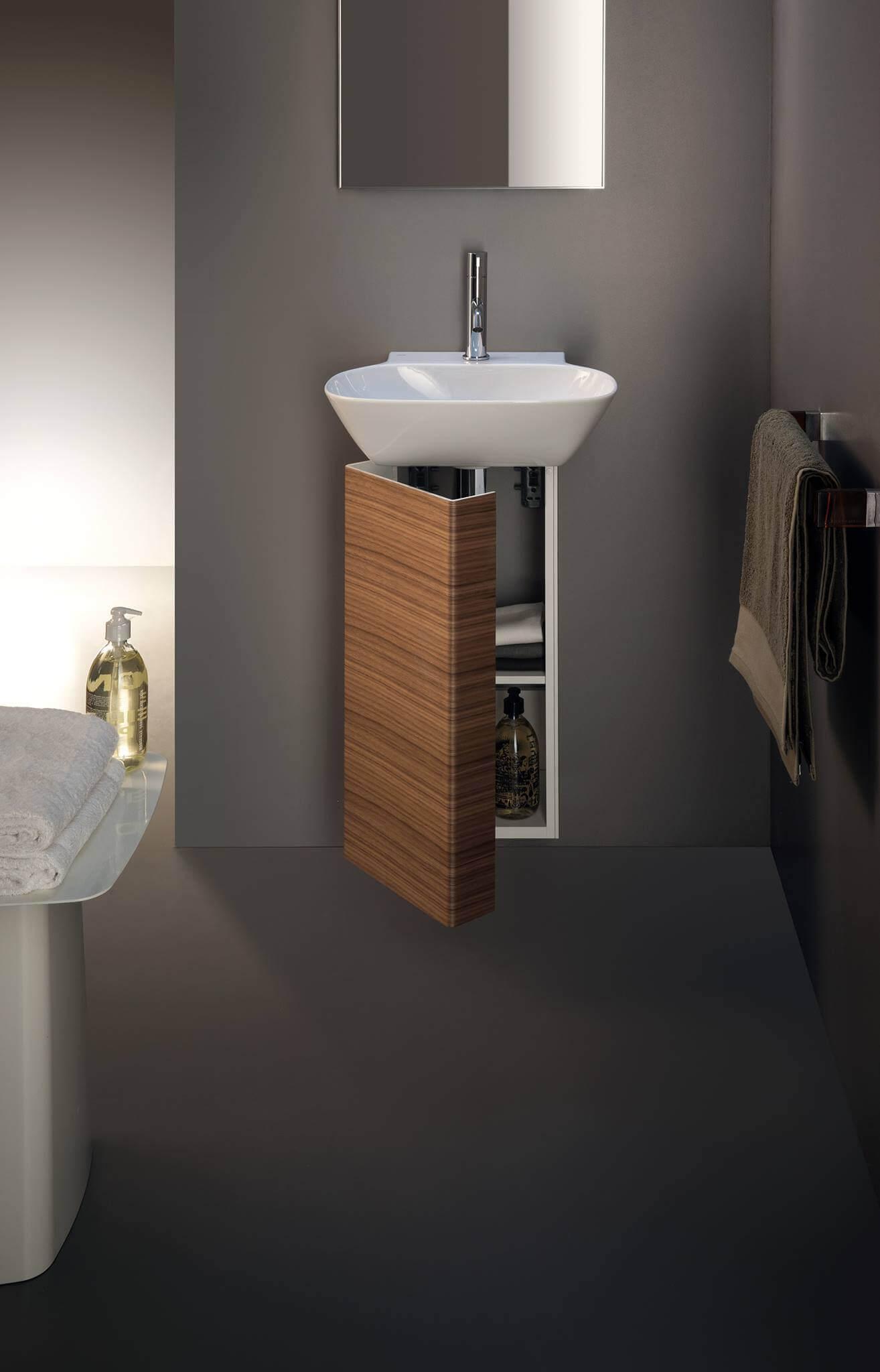 Die Kollektion Ino von Laufen eignet sich auch für den Einsatz in gehobenen öffentlichen und halb-öffentlichen Bereichen. Zum Beispiel in Kombination mit dem Urinal Antero, ebenfalls von Toan Nguyen.