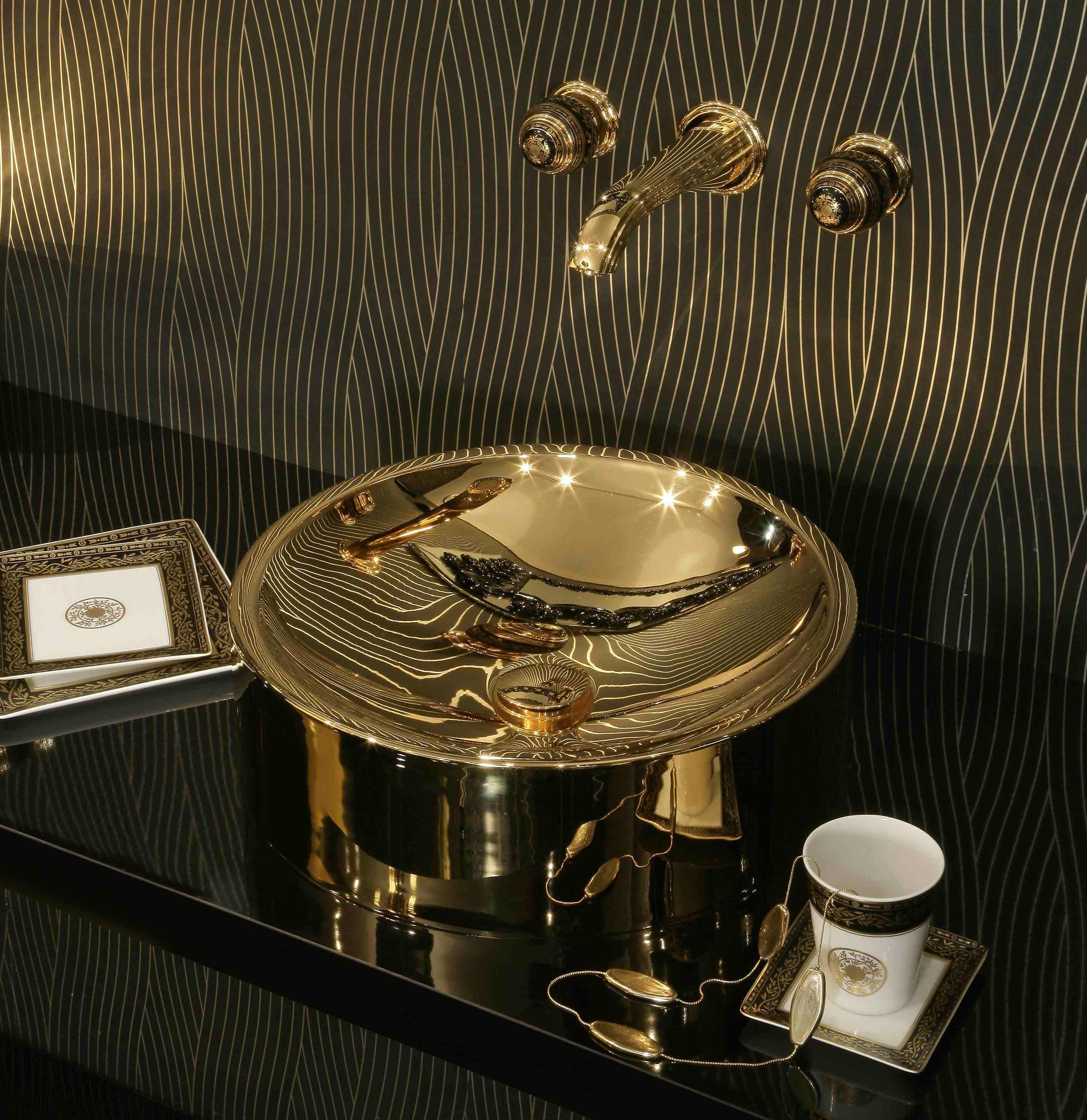 Hochwertige Badeinrichtung für Luxusbäder von THG Paris zeigt der Experte Torsten Müller in der Kirchstrasse 3 A zum Martinimarkt 2017 in Bad Honnef