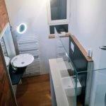 Wandgestaltung mit einer bedruckten Glas-Rückwand in Badezimmer Design geeignet für Dusche und hinter der Badewanne