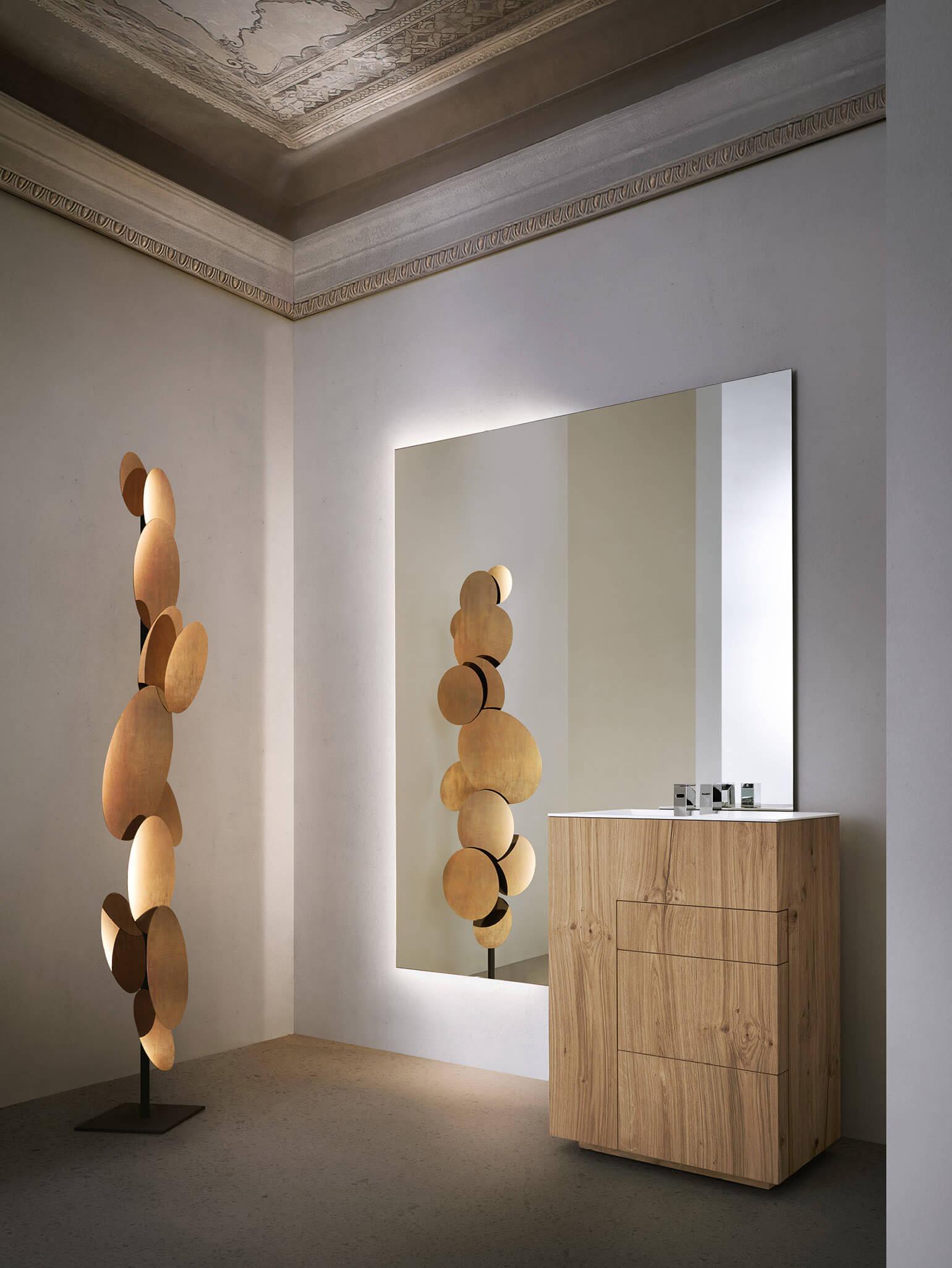 Das Produkt einrahmen Noorth entschied sich, das minimalistische und essentielle Design der Touch-Kollektion mit einer riesigen Auswahl an exklusiven italienischen Feinbearbeitungen zu kombinieren. Matte Marmor und Granitstein mit verschiedenen Farbtönen und Funktionen unterstreichen den skulpturalen Wert des Beckens durch eine einzigartige, zeitlose Eleganz.
