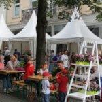 Eröffnung des Rosenfestes findet am Samstag, den 10. Juni um 13.00 Uhr am Zelt der Stadtsparkasse mit munterer Begleitung der Musikschule statt.