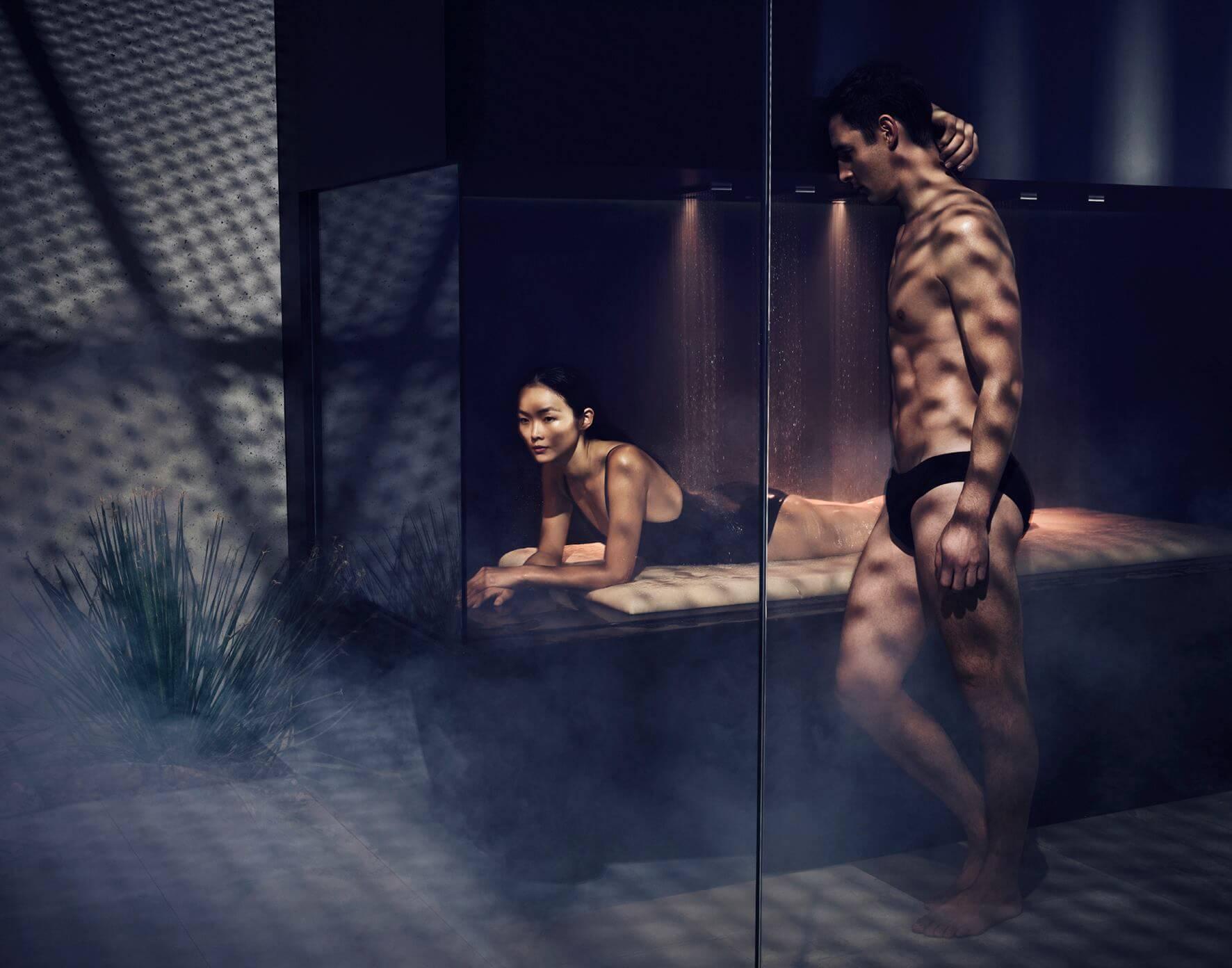 Dornbracht LifeSpa zeigt eine Vielfalt an Möglichkeiten, gesundheitsfördernde Wasseranwendungen im Bad oder Spa zu integrieren. Treatments wie Güsse, Wechselduschen, Entspannungsbäder oder Wassermassagen ergänzen die persönliche Gesundheitsstrategie und leisten langfristig einen relevanten Beitrag zu mehr Wohlbefinden und Lebensenergie. Foto: Dornbracht