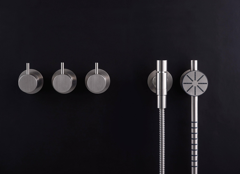 vola badarmaturen zwischen minimalismus und high tech. Black Bedroom Furniture Sets. Home Design Ideas
