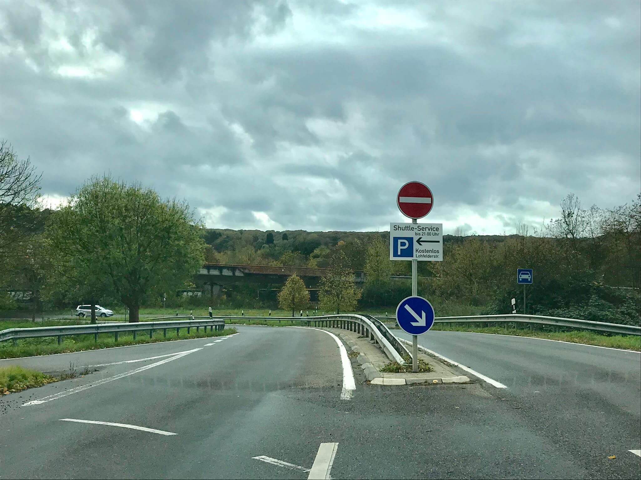Hinweisschilder für autofahrer parkplatz