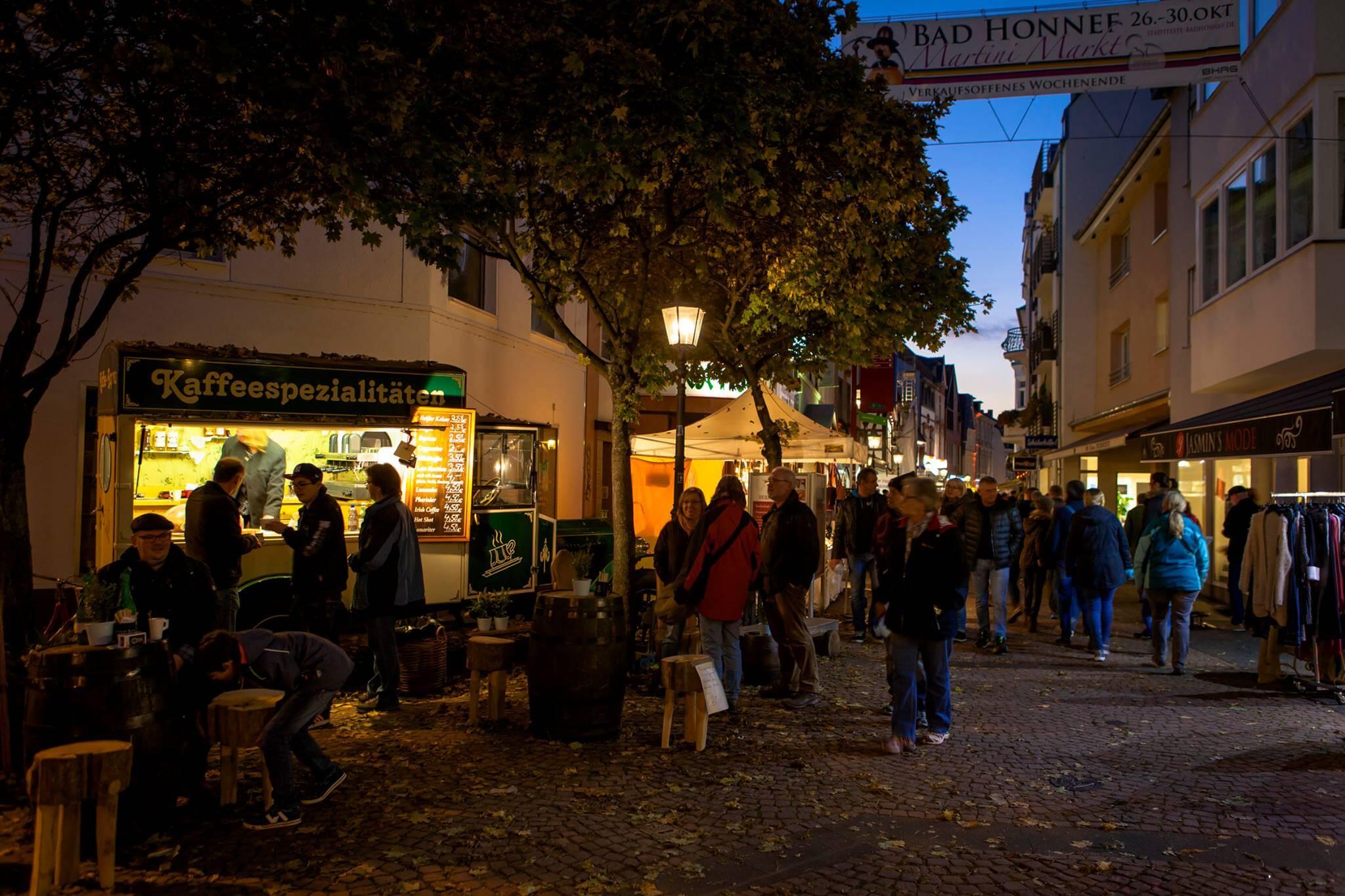 Der Blick vom Schmelztal aus in die Innenstadt von Bad Honnef gesehen zum Martinmarkt 2016
