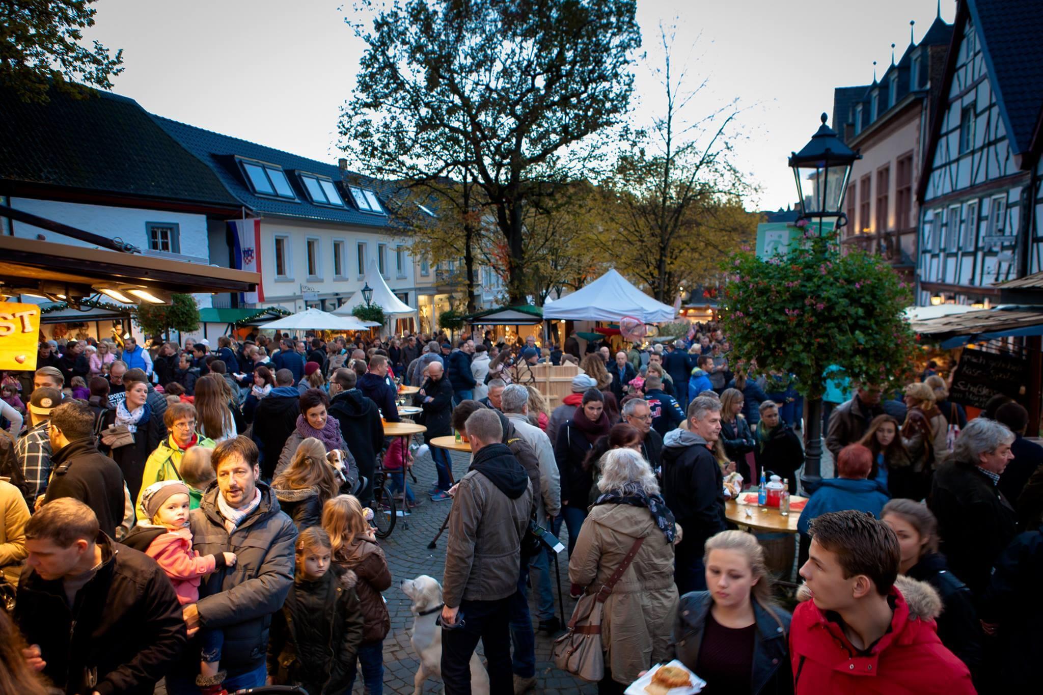 Viele Besucher auf dem Martinimarkt 2016 in Bad Honnef