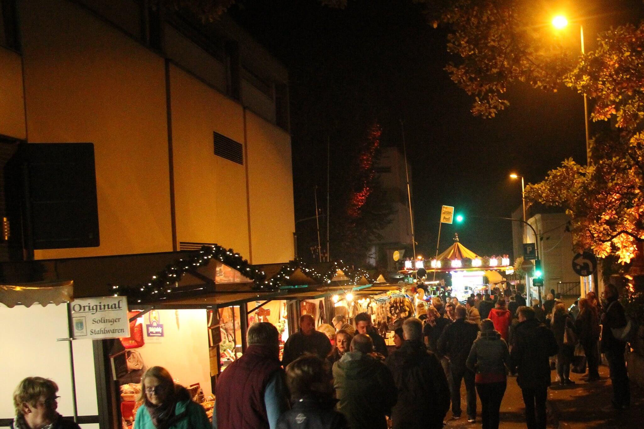 Blick in die Bahnhofstrasse zum Martinimarkt 2016 in Bad Honnef dem Stadtfest in Nordrhein Westfalen