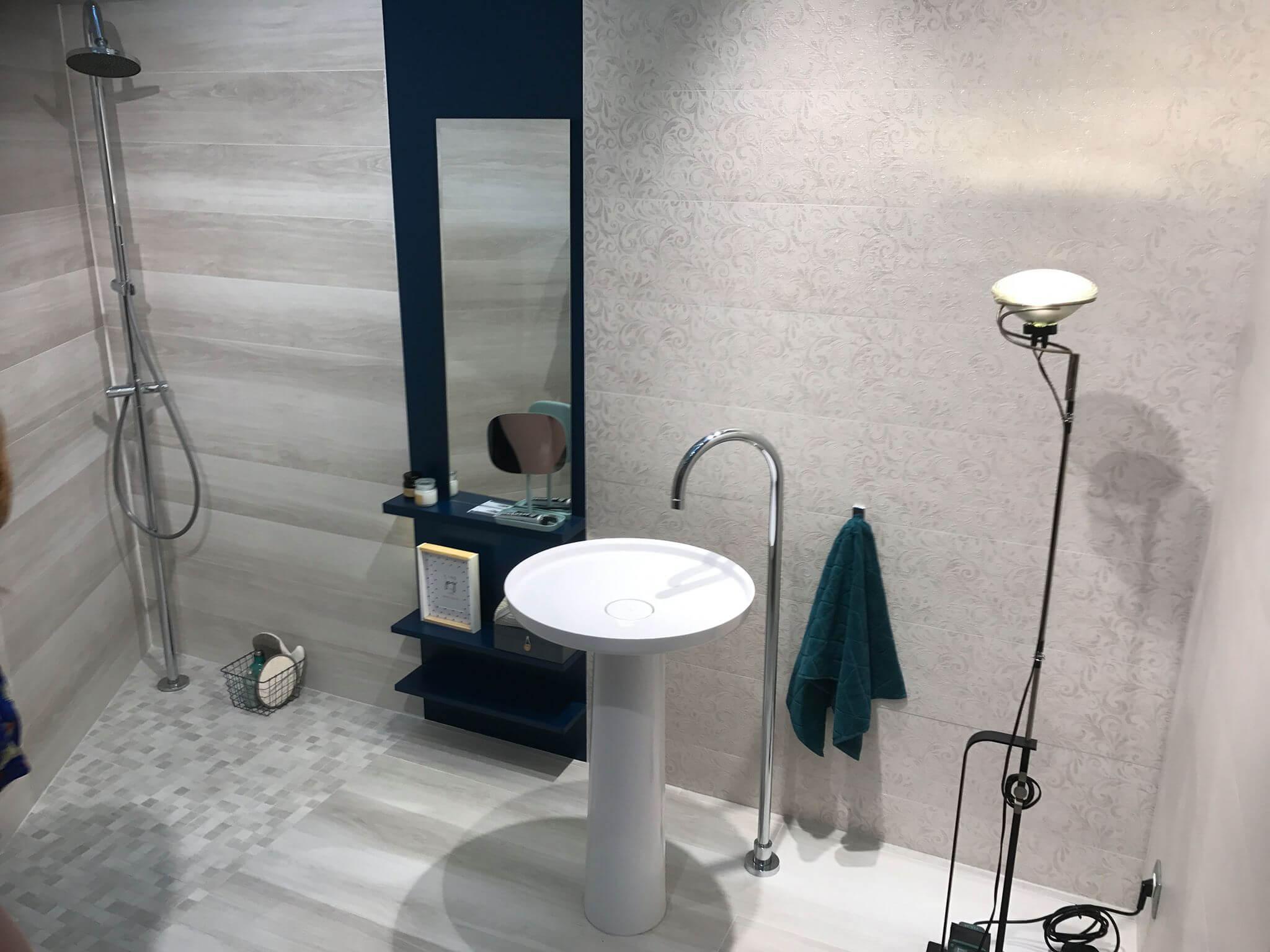 Ganz viel Klarheit ist gefragt was oft daher kommt in der Farbe:Weiss. Die Kollektion eignen sich für die Keramik-Verkleidung im Bad.