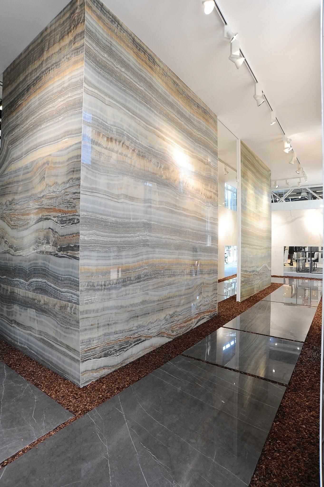 Viele Verschiedene Hersteller Haben Nun Im Sortiment Sowohl Naturstein  Imitationen Als Auch Beton Und Holzdesign