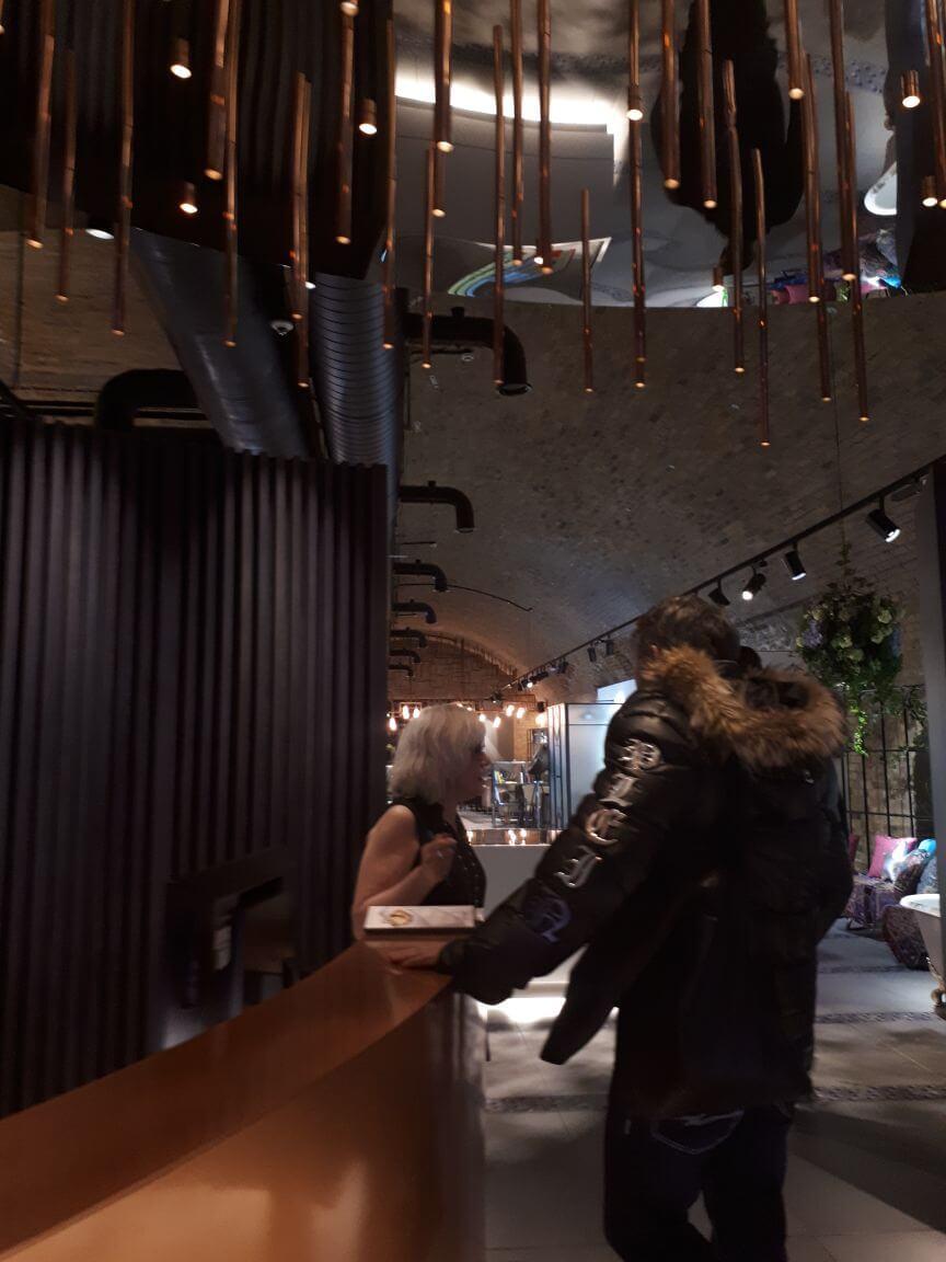 """Torsten Müller ist nicht nur renommierter Bad/Spa- und Raum-Designer von z. B. Penthäusern, Key-Note Speaker, Kolumnist, TV-Experte und gefragter Berater internationaler Hersteller und Handwerksbetriebe. Er ist vor allem Trendsetter des wohnräumlichen Interiors. Bereits 2006 wurde Torsten Müller vom Magazin """"SCHÖNER WOHNEN"""" als Top-Designer präsentiert, inzwischen setzt er europaweit Maßstäbe in der Spa- und Raum-Architektur. Die """"Welt am Sonntag"""" zählte ihn zu den Top-30 der deutschen Bad-Designer. Die Frankfurter Rundschau nannte ihn den """"Designer unter den europäischen Top-Adressen der Ritualarchitektur"""". Ebenso bezeichnete das Magazin """"Das Bad"""" seine Bad-Designs und Lichtkonzepte als zukunftsweisend. Trotz aller Auszeichnungen ist Torsten Müller stehts auf Augenhöhe mit seinen Kunden und verliert sein Ziel """"Raumkonzepte für die Sinne"""" nie aus den Augen."""