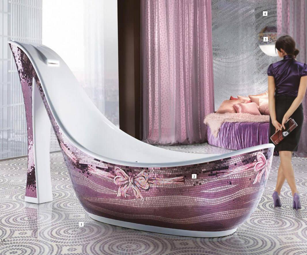 Die Luxusbadewanne trägt den vielversprechenden Namen Audrey, erinnert aber mit Ihrem 1.65 Meter hohem Absatz kaum an die zarte Diva. Die vom Ausnahmetalent Massimiliano Della Monaca kreierte freistehende Badewanne erlaubt es mit ihrer Breite von 1.0 Meter und ihrer Länge von 2.7 Meter sich entspannt auszustrecken und in seinem Traum zu schwelgen.