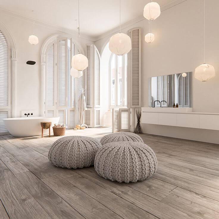Trotz des internationalen Renommees und des beeindruckenden Erfolgs, ist das Hauptquartier des Designstudios bis zum heutigen Tage in der Amsterdamer Region ansässig. Hier werden interessierte Gäste und Kunden in einem weitläufigen Showroom empfangen, in dem sie die Gelegenheit bekommen, in das allübergreifende Konzept aus Interieur- und Exterieur-Design einzutauchen und die Welt von Piet Boon von innen kennenzulernen.