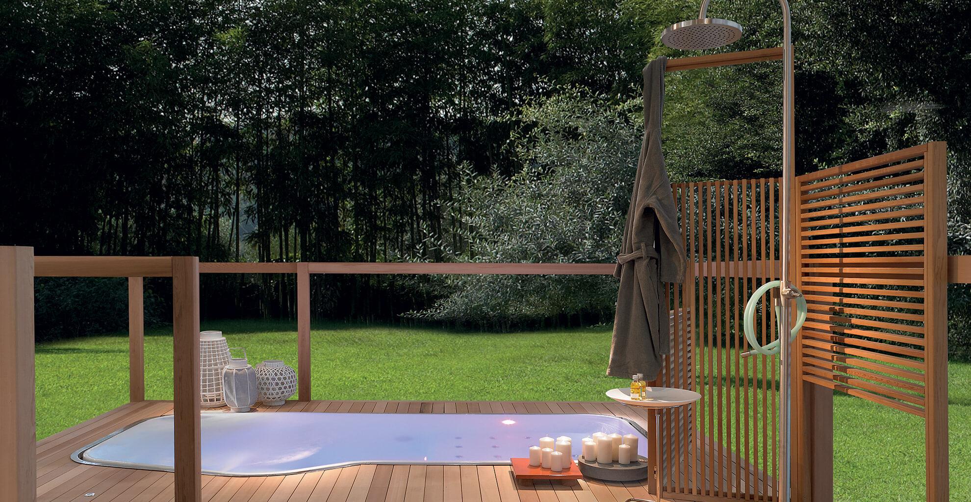 Outdoor Pool mit Gartendusche