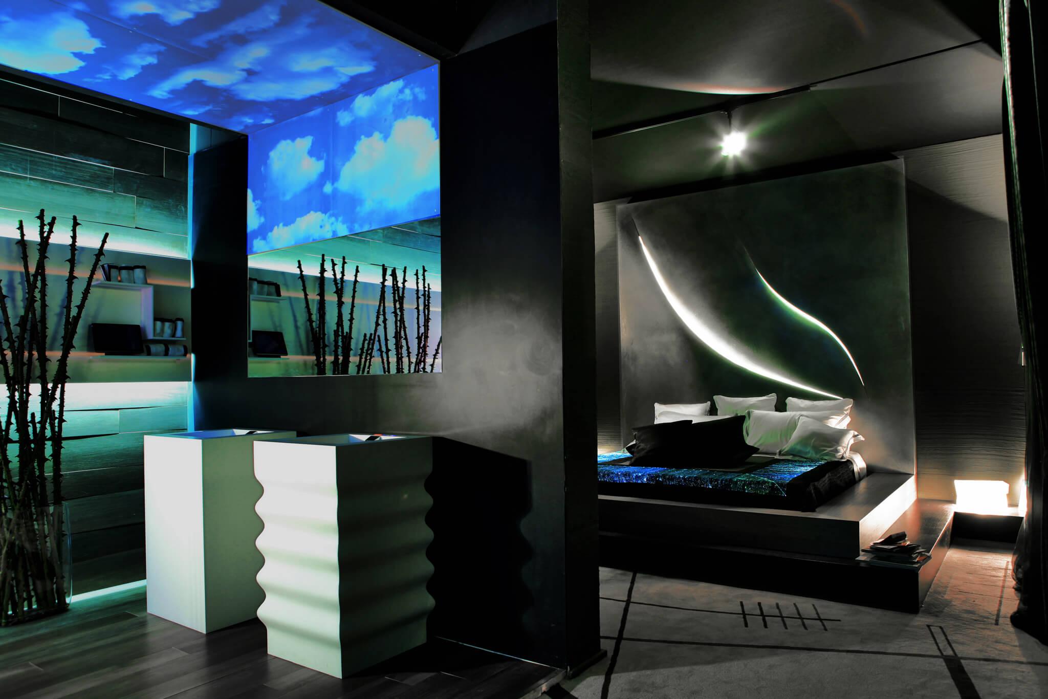 Zu Hause oder im Hotel, XXL- oder Mini-Bad – mit dem richtigen Lichtkonzept sorgt das Badezimmer für den Frischekick am Morgen.