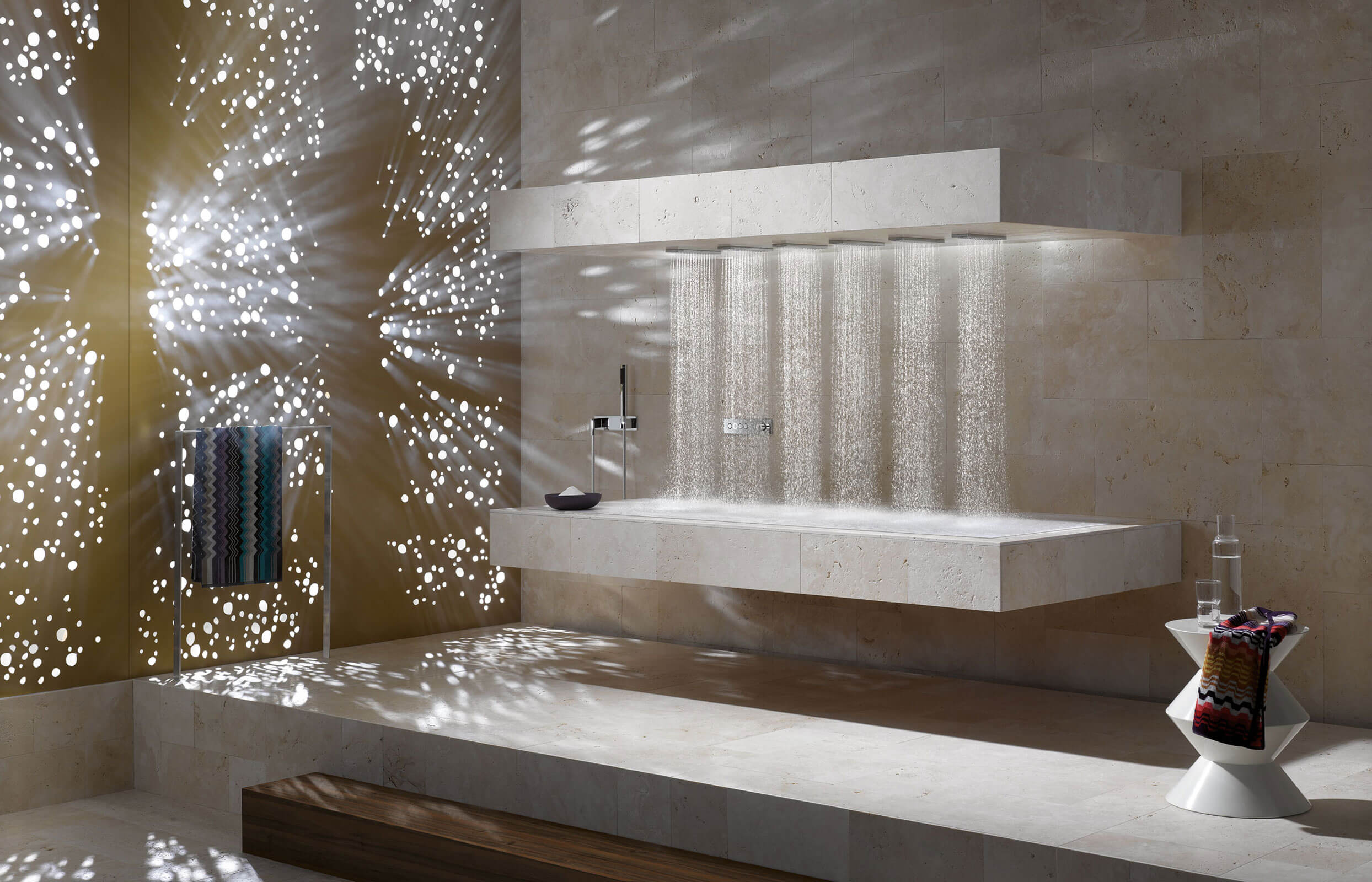 Spa- und Bad-Architektur Design mit Dornbracht Luxusdusche Spa- und Bad-Architektur Design mit Dornbracht Luxusdusche Massagedusche Horizontal Shower ATT ermöglicht das Duschen mit der AMBIANCE TUNING TECHNIQUE erstmals im Liegen.