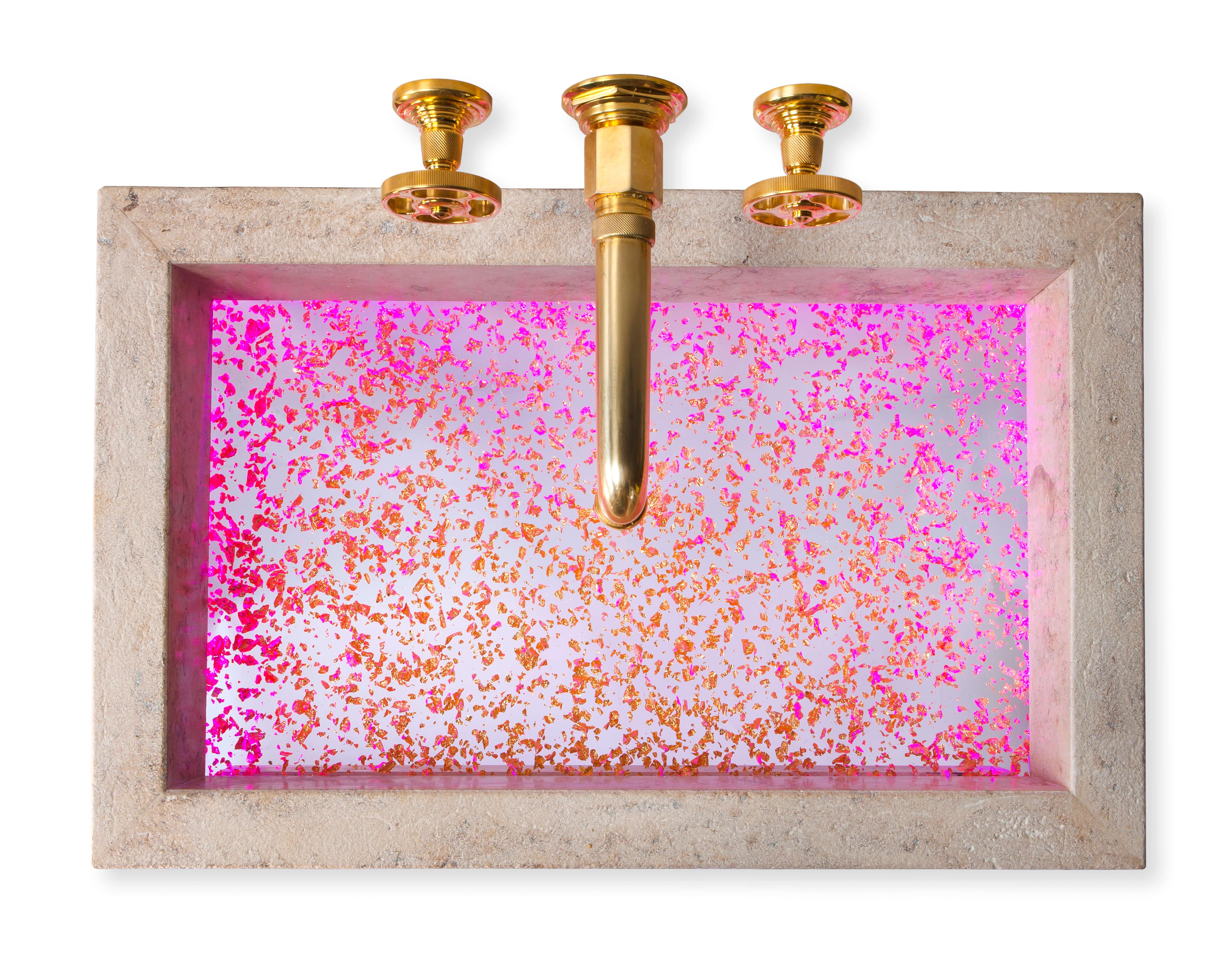 JUBASSIN ist ein neues Design-Badobjekt; ein edles, mit effektvollen Acryl-Elementen kombiniertes Waschbecken aus Naturstein. Durch die kreative Verbindung traditioneller und innovativer Materialien entsteht eine bislang nicht gekannte Optik für den gehobenen Bad- und Spa-Bereich. Eine perfekt integrierte Acryl-Einlage des Waschbeckens samt RGB-Lichtdesign macht JUBASSIN zum eindrucksvollen Blickfang. Ein weiterer Überraschungseffekt: der unsichtbare Abfluss. Überaus bedeutend für das Design ist, dass grundsätzlich jedes Detail frei individualisierbar ist. Dies beginnt bei den Maßen, der verwendeten Steinart mitsamt der Oberflächenveredelung und geht weiter über die Farbgebung des Acryls bis zur optionalen LED-Beleuchtung in RGB-Farben. Das Design-Waschbecken wurde für JUMA - Stein Erlebnis Bayern in Zusammenarbeit mit Helmdesign by Ihr Schreinermeister GmbH Design by Torsten Müller und Horst Zerres entwickelt und ist gedacht für den gehobenen Bad- und Spa-Bereich