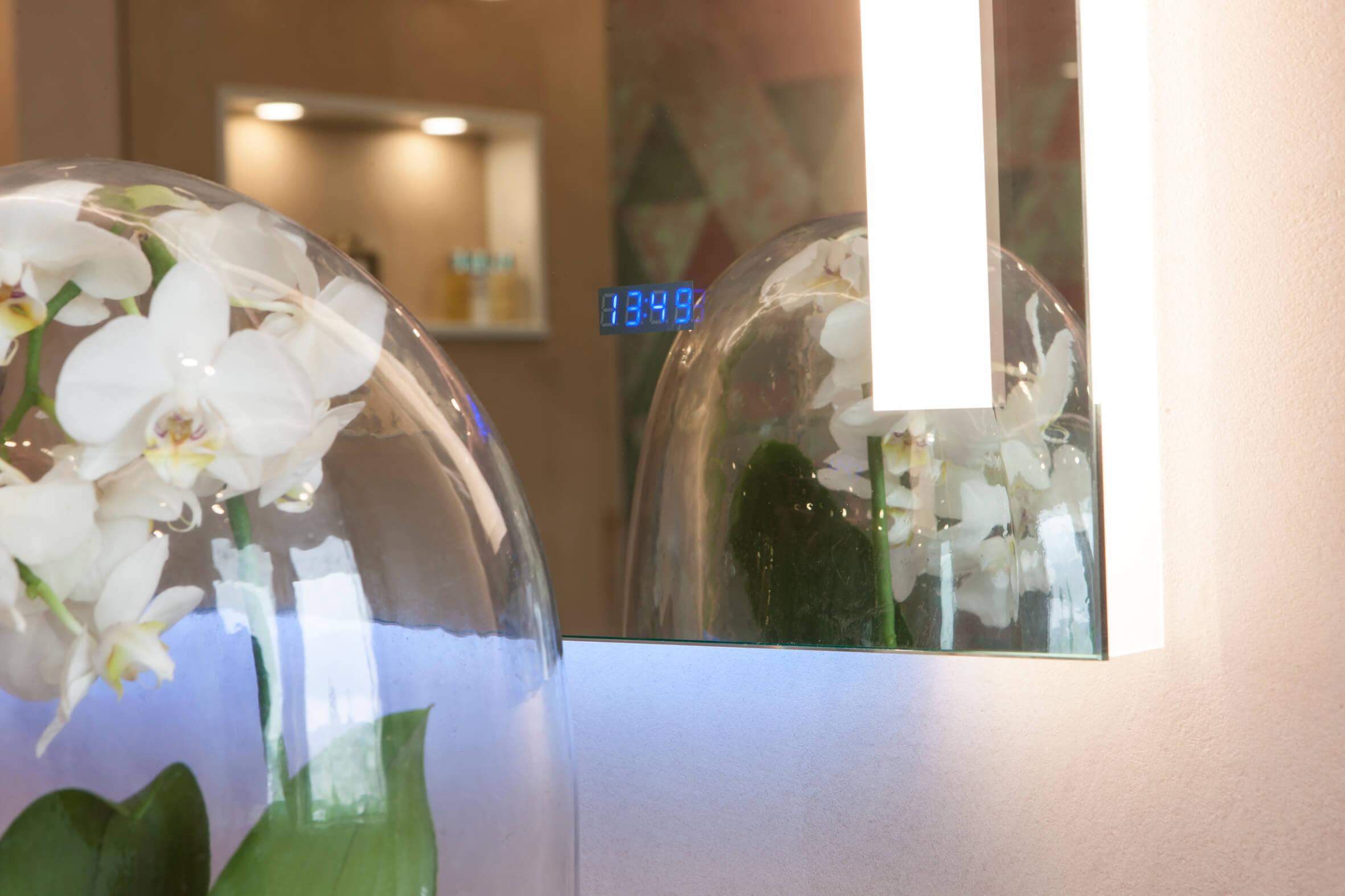 beleuchtete Nische im Badezimmer Design