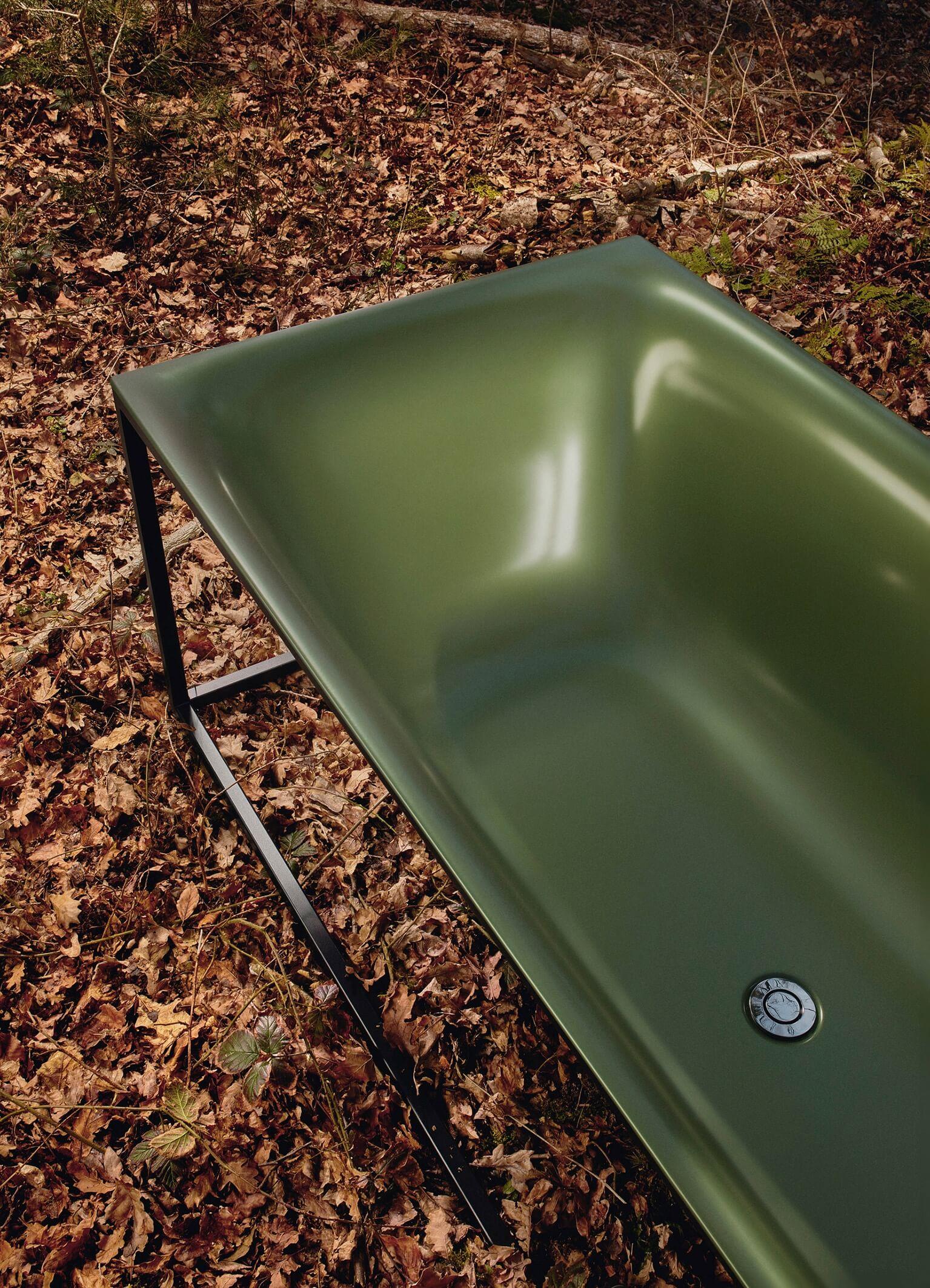 Der Herbst erfreut mit seiner Farbenpracht – auch im Bad. Grün ist laut Vereinigung Deutsche Sanitärwirtschaft (VDS) wieder willkommen. Selbst die Wanne darf sich in den Farben von Wald und Moos zeigen.