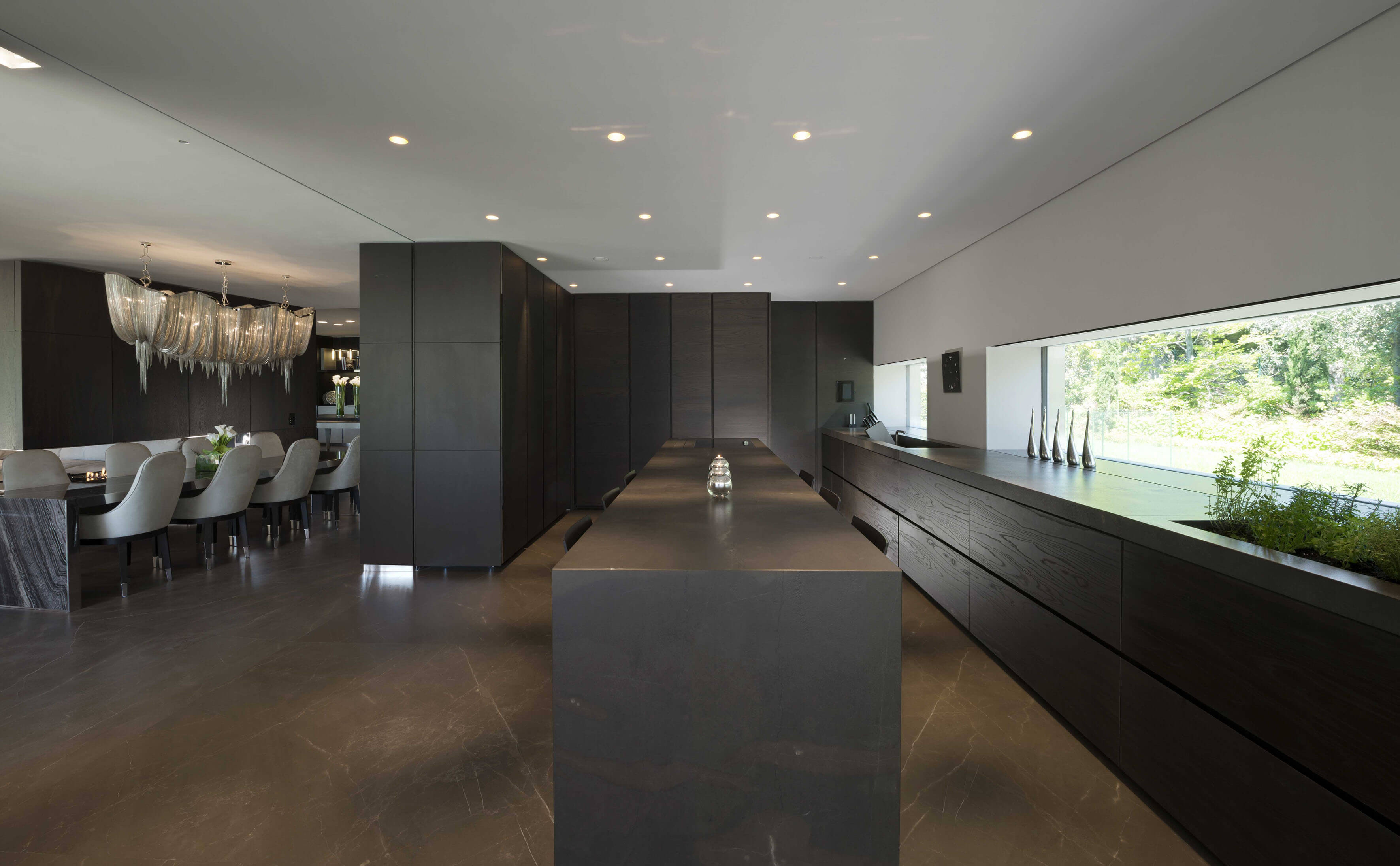 Bronzereflexionen für eine Küche mit einem imposanten Stil Antolini's Bronze Amani Stein ist das auffälligste Merkmal einer stilvollen Küche.