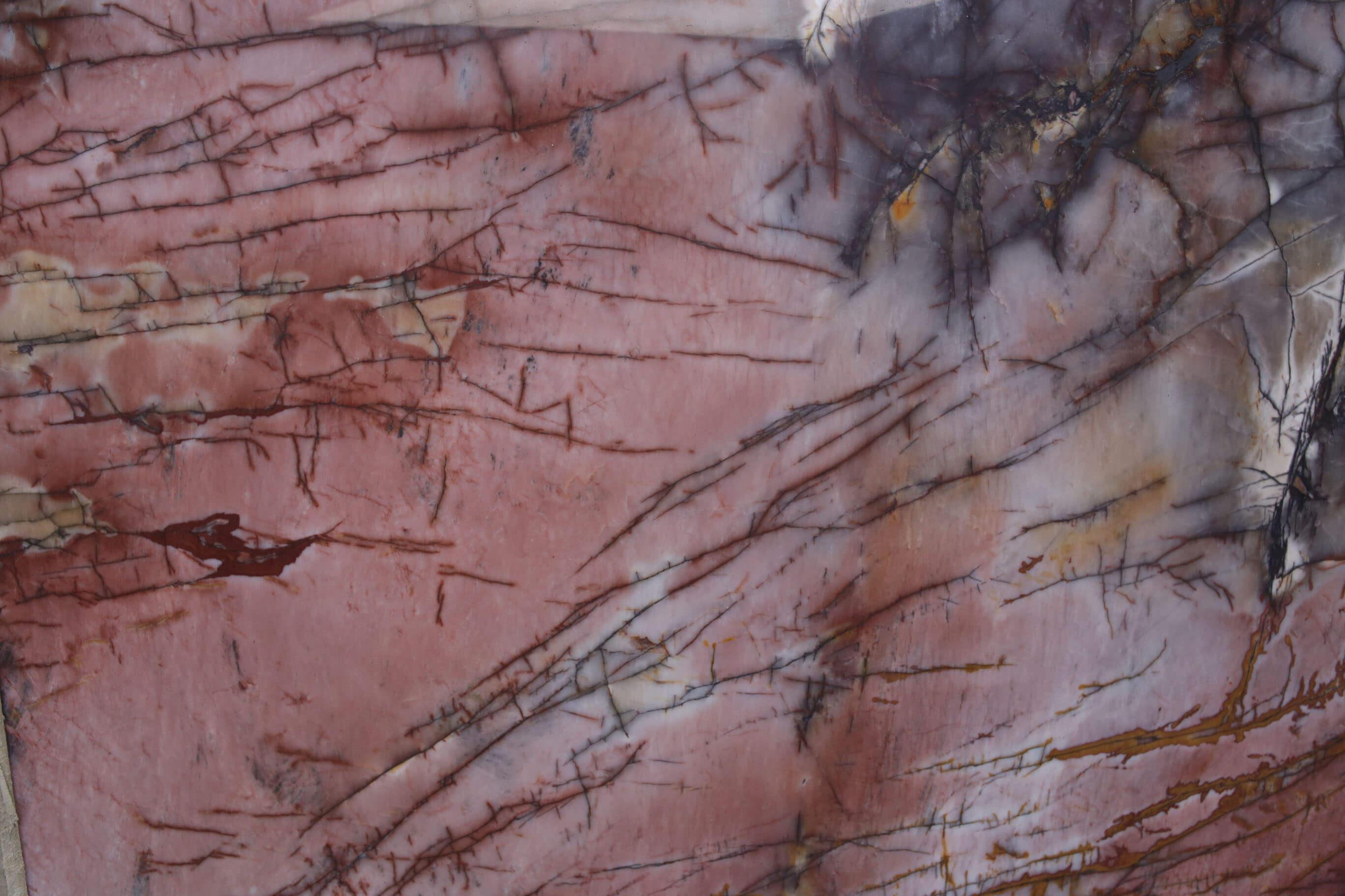 Antolini NAturstein Precioustone Kollektion: Das beeindruckende Format macht Räume zu exklusiven Sehnsuchtszielen Aufregende Effekte: Antolini Naturstein Precioustone Kollektion Feurig, leidenschaftlich und emotional: Antolini Naturstein Precioustone Kollektion Eine Hintergrundbeleuchtung lässt den gesamten Charme der Precioustone Kollektion ins Rampenlicht treten