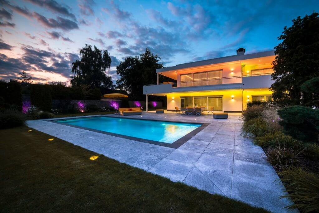 Haus zum Traeumen Design by Torsten Mueller aus Bad Honnef naehe Koeln Bonn Duesseldorf Inspiration Lichtdesign Schwimmbad Pool Design Award