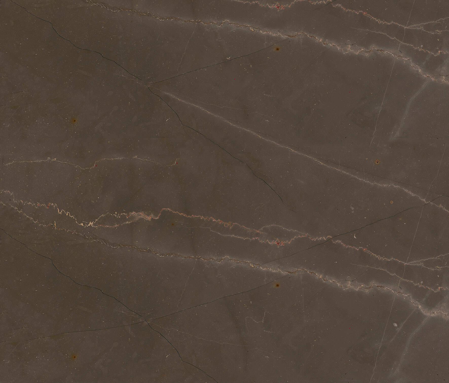 Bronze Amani Dieser wertvolle und elegante Naturstein kommt aus Spanien. Dank der warmen und einladenden Töne, die an Bronze erinnern, werden die Zimmer einladend und bezaubernd. Aufgrund seiner Tiefe und dreidimensionalen Eigenschaften, die sich aus der Verschachtelung verschiedener Farbnuancen ergeben, ist es aufgrund seiner Raffinesse und Eleganz eine besonders interessante Lösung für Innenräume. Es zeigt eine entschiedene Persönlichkeit und ist gleichzeitig weich, einladend und raffiniert und kann durch die Natürlichkeit der Farben, die die Natur ihm gegeben hat, die Freude des täglichen Lebens vermitteln.