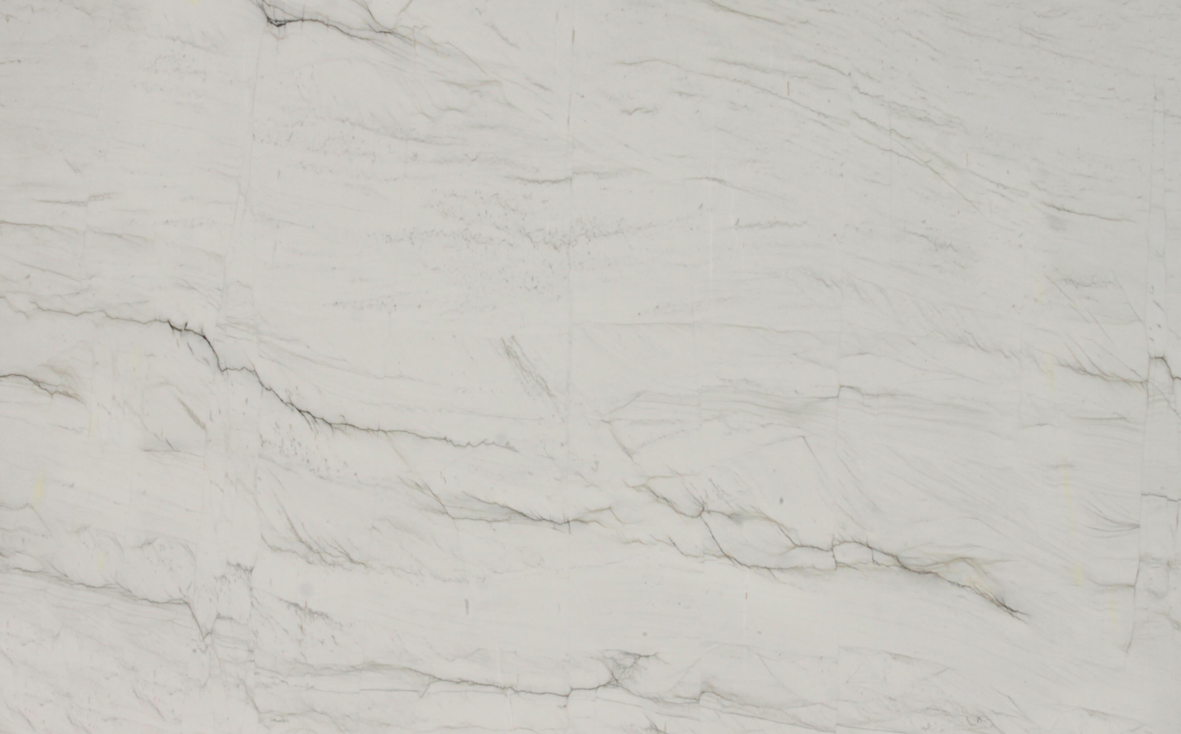 Calacatta Brasil ist ein raffinierter Quarzit, der graue Nuancen über einem weißen Hintergrund wie im Himmel gemalte Wolken aufweist. Dieser Naturstein, der eine solide Erscheinung mit einem minimalen Akzent kombiniert, spielt mit Licht und stellt einen Dialog her, um ein elegantes und essentielles Design zu schaffen, das die formalen Werte von Interieurergänzungen hervorhebt. Dank dieses einzigartigen Materials erweitert sich der Raum, indem er die Energie von Weiß einfängt, indem es mit einem Funken menschlicher Kreativität freigesetzt wird. Calacatta Brasil: Eine glatte Oberfläche, eine rein weiße Textur, auf der gearbeitet werden soll, ein Auslöser für extreme Kreativität.
