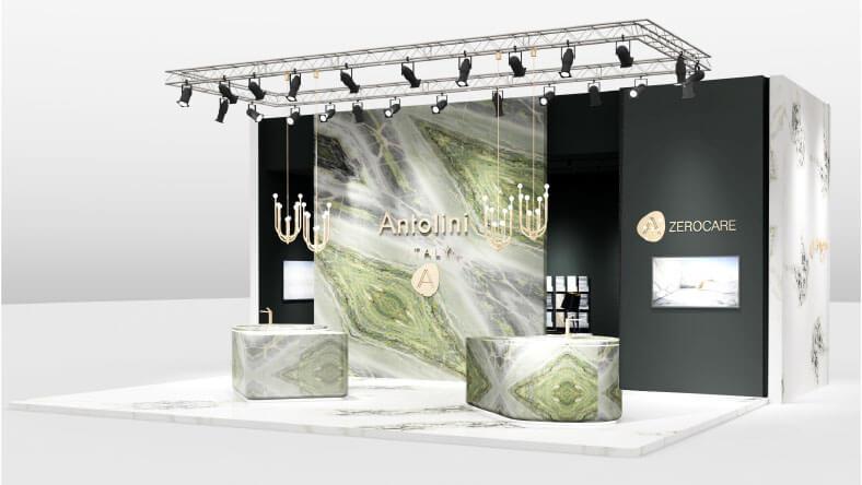Anmut und Eleganz für eine kostbare, traumhafte Kulisse Antolini erklärt seine Präsenz auf der BAU mit einer durchdachten Installation, die vom Designer Alessandro La Spada entworfen wurde. Antolini ist ein Synonym für Exzellenz in der Natursteinbranche und präsentiert sich in München mit einem Ausstellungsraum, der fließend, offen, filigran und gleichzeitig energisch ist. Die vom Designer Alessandro La Spada entworfene Installation empfängt die Besucher mit einer Atmosphäre von fast magischen Tönen: einem harmonischen und eindrucksvollen Bodenbelag aus Dover White (in Lederoptik) sowie einer äußerst suggestiven Wand aus Irish Green | Stratos Design, das dank der neuen Diagonalvene den Betrachter mit seinem verträumten und anmutigen Charakter besticht. Äußerlich bietet eine weiße Wand, ebenfalls in Dover White (in poliertem Finish), einfallsreiche, diagonal verlegte Bookmatch-Platten, die vergängliche organische Elemente hervorrufen. In der Mitte der Installation befinden sich zwei Küchenblöcke mit weichen und abgerundeten Formen, die aus frischen, grünen und hellgrauen Tönen aus poliertem irischem Naturstein Naturstein erstellt wurden, der mit seinen irisierenden Ton-to-Ton-Tönen ein Muster bildet, das natürlichen Diamanten ähnelt. Die Oberflächen beider Blöcke werden von Azerocare geschützt und verbessert. Diese innovative Behandlung wurde von Antolini patentiert. Sie ist besonders nützlich in der Küche und kann maximalen Schutz für Marmor, Onyx und weiche Quarzite gegen Fleckenbildung und Ätzung durch Kontakt mit Lebensmitteln sowie säurehaltige Substanzen gewährleisten Substanzen. Dies ist eine äußerst wichtige Lösung zum Schutz vor potenziellen Schäden, die durch die Verwendung von Produkten wie Wein, Kaffee, Öl, Essig, Tomatensauce und Fruchtsäften entstehen. Darüber hinaus hat Azerocare auch einen bakteriostatischen Effekt, der die Hygiene und Gesundheit des Steins garantiert. Schließlich runden vier elegant gestaltete Kerzenständer die Installation von Antol