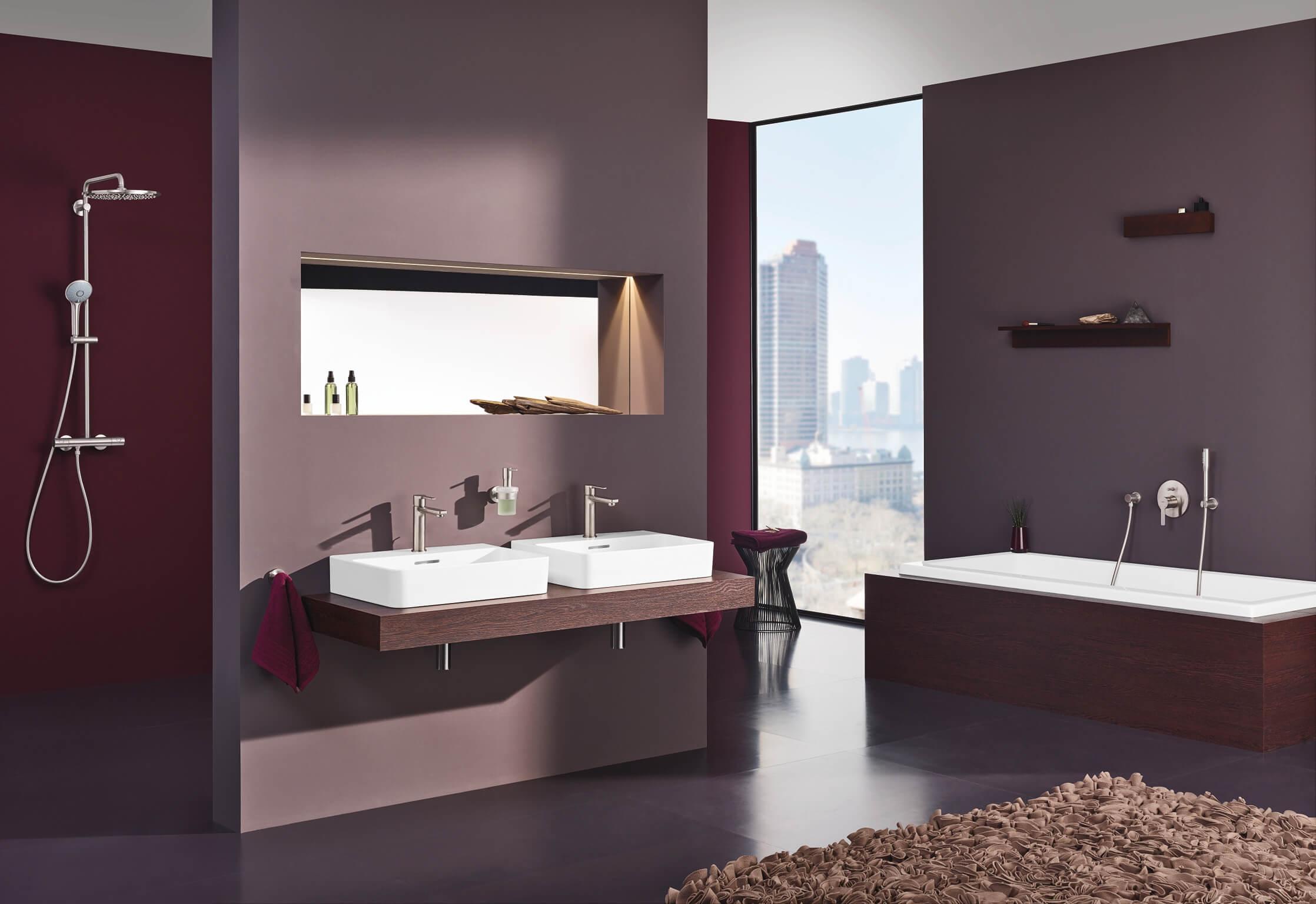 Ton-in-Ton-Farbkonzepte verleihen einem Badezimmer auch bei einer mutigen Farbwahl eine ruhige Ausstrahlung. Eine Farbe übernimmt hierbei die Vorherrschaft in der Gestaltung. (Foto: Grohe)