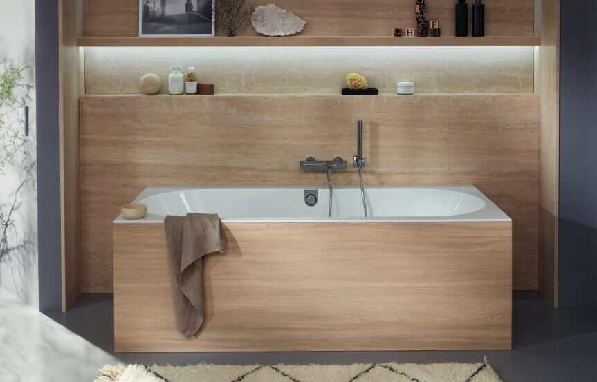 Von der Natur inspiriertes Farbspektrum kommt auch als Zitat historischer Stile in Mode: braune Farbtöne bringen Wohnlichkeit ins Lifestyle-Badezimmer. (Foto: Villeroy & Boch)