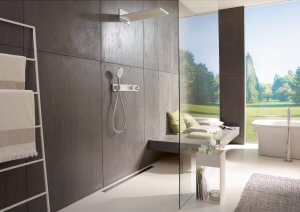 Greige steht beispielhaft für eine Kategorie von Farben, die mit einer zweiten Farbe eine dauerhafte Verbindung eingehen und etwas Neues schaffen. Ähnlich wie Grau hat Greige damit das Zeug zum neuen Weiß im Badezimmer. (Foto: Hansgrohe)