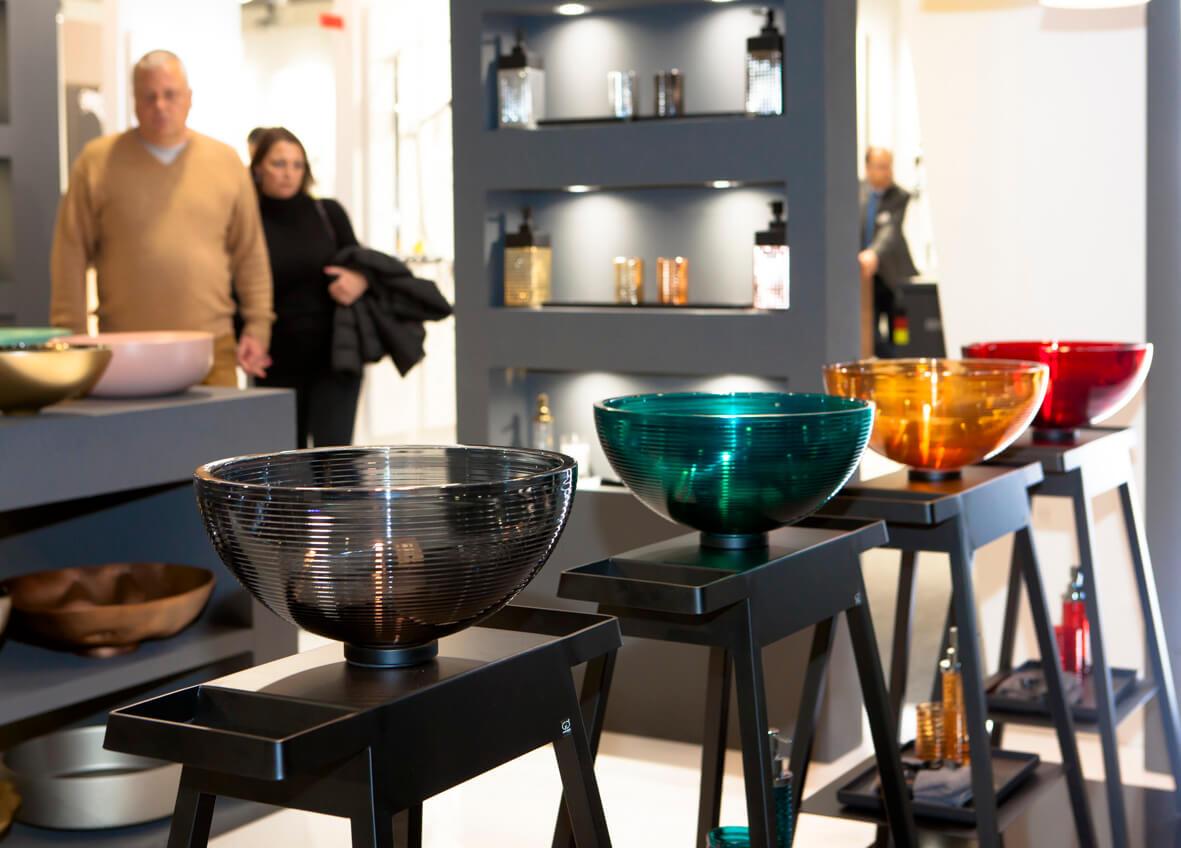 GLASS DESIGN, ein italienisches Unternehmen, eine Manufaktur für Waschbecken und Accessoires, befindet sich im Herzen der Toscana, in Vinci gelegen