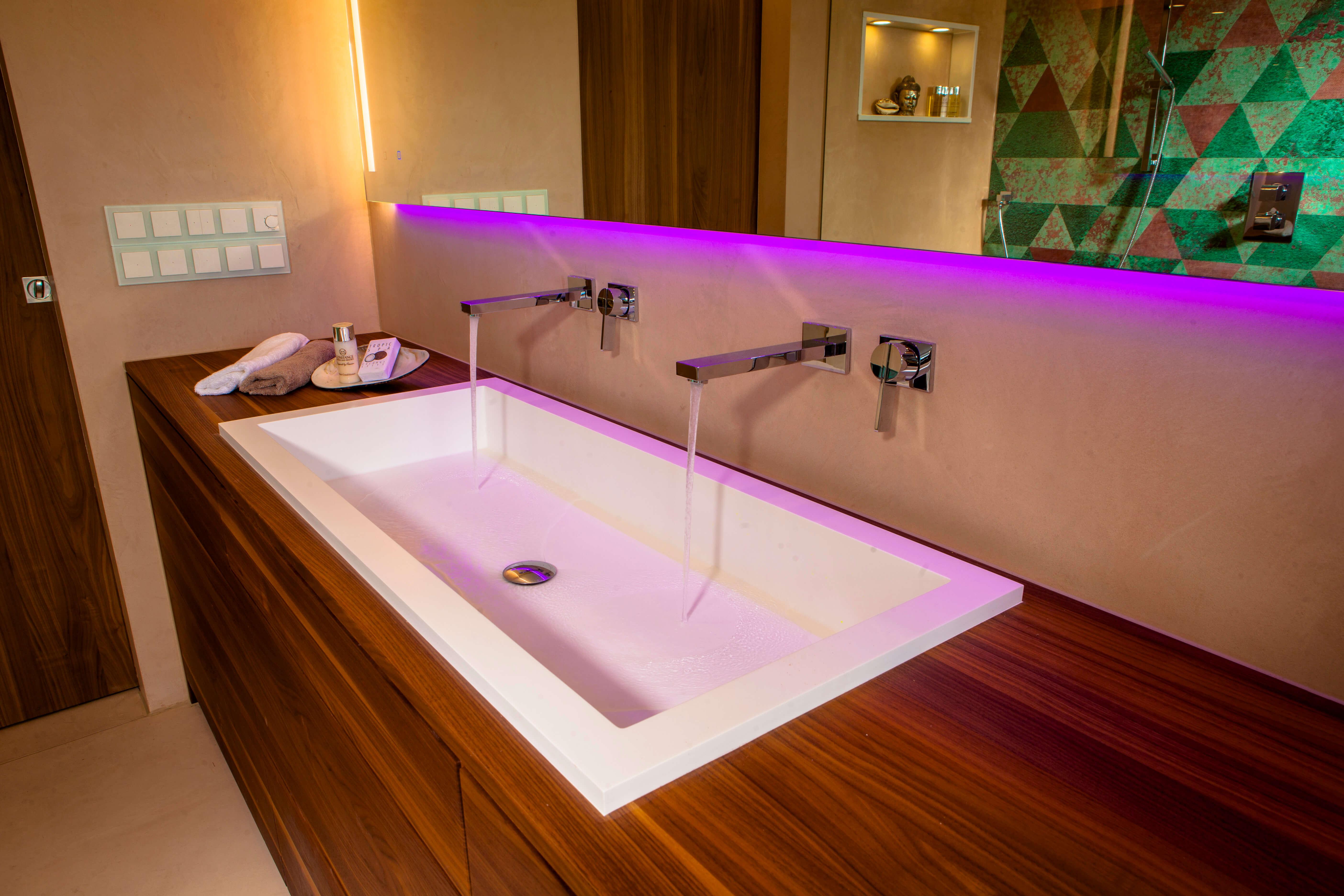 Badmöbel massgefertigt Badplanung Schlauchbad fugenloses Luxus Badezimmer Bonn Badezimmern planen ideen Designer Torsten Mueller Lichtdesigner